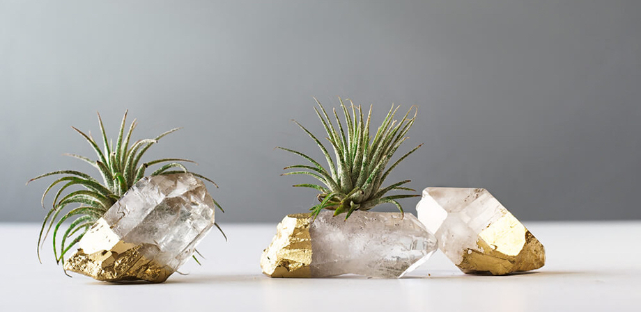 Supports en quartz et or trempé AirFriend, disponibles sur Etsy / Quartz and gold tiny vase by AirFriend, available on Etsy