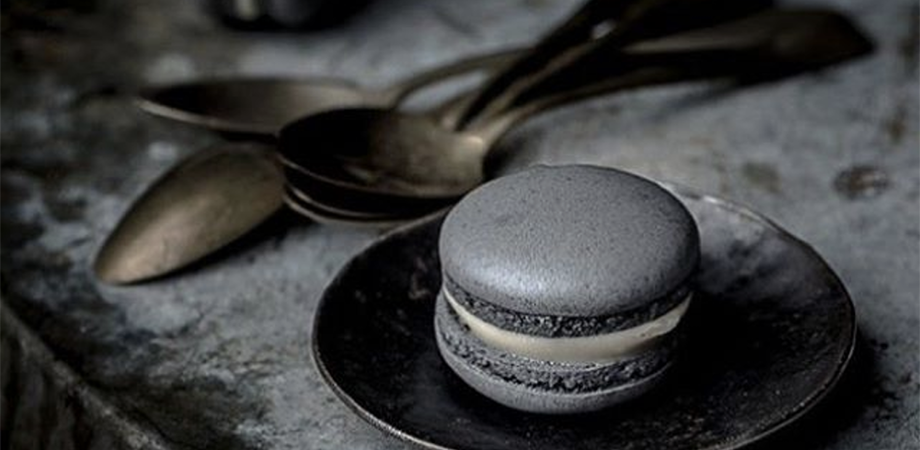 Charcoal macarons ©blachfashionlife / Instagram