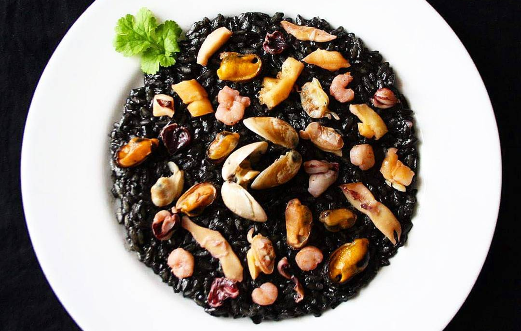 Squid ink risotto ©g.lany / Instagram