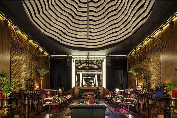 hotel-voyage-design-doha-illusion-versailles