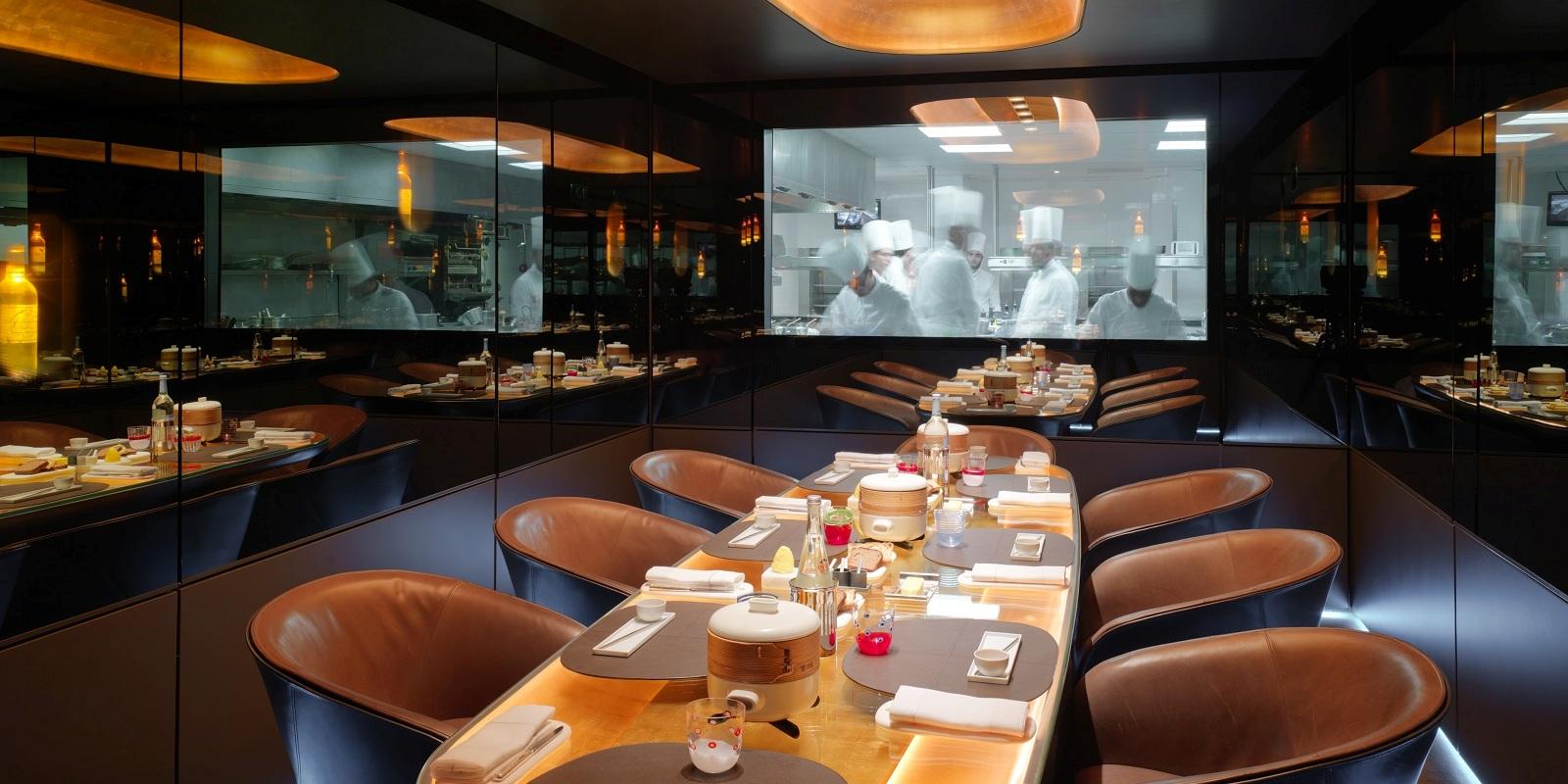 La table du chef d ner dans les cuisines d 39 un grand restaurant emotions - La table des chefs cambrai ...