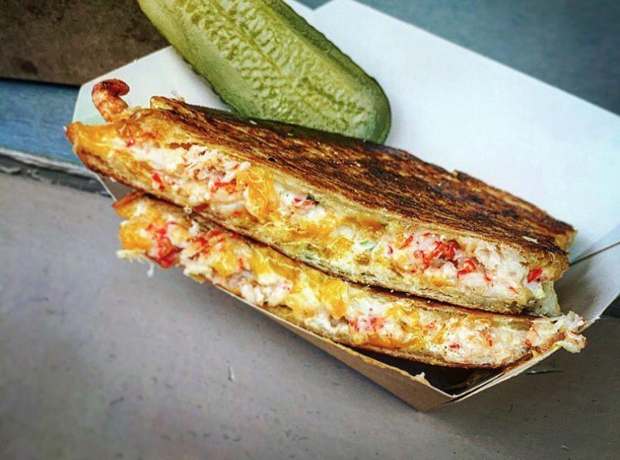 homer-bhv-marais-paris-restaurant-lobster-roll-homard