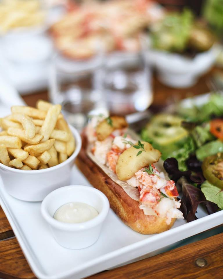 bar-paris-restaurant-lobster-roll-homard