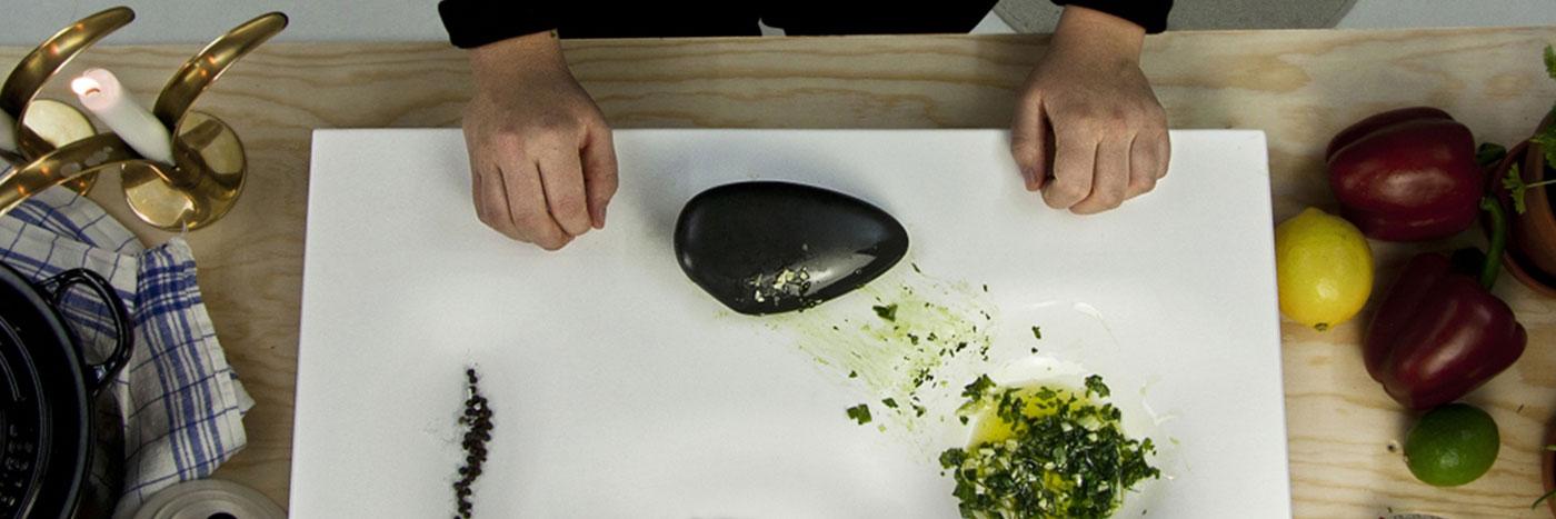 On a trouvé l'ustensile de cuisine ultime pour les hommes et femmes des cavernes modernes